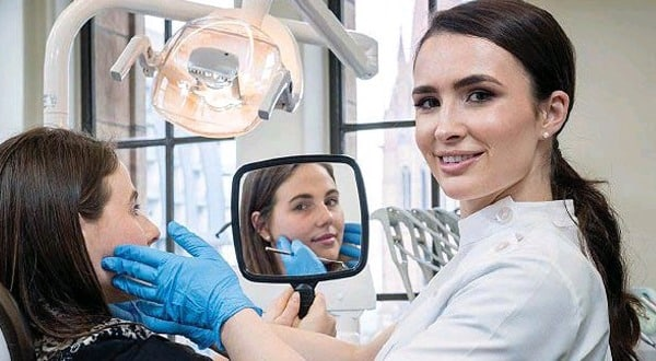 Dentist brushes up on social media skills
